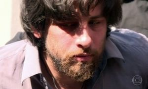 Brasileiro é arrastado pelas ruas de Kiev após ser preso por terrorismo