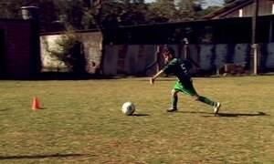 Mãe cria escolinha de futebol para realizar sonho do próprio filho