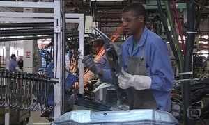 Funcionários trabalham em pleno feriado em montadoras