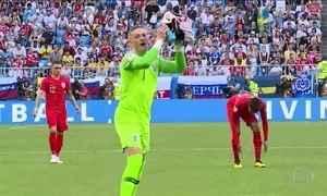 Inglaterra entra em campo bem com a cabeça, com os pés e com as mãos