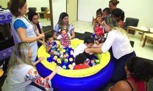 Boneca ajuda crianças com deficiência a aceitar tratamento