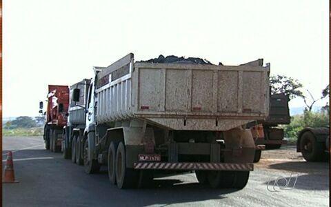 PRF apreende caminhões com excesso de peso