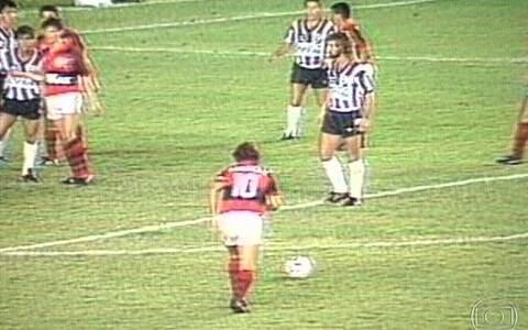 Zico perde última final pelo Fla em 1989 contra Bota