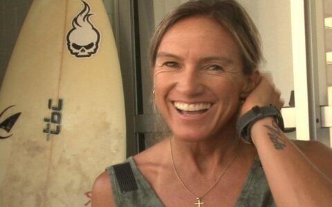 Após pesar 38kg, surfista vence anorexia