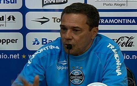 Vanderlei Luxemburgo segue como técnico do Grêmio