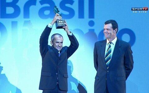 Vanderlei Cordeiro de Lima recebe o Troféu Ademar Ferreira da Silva no PBO 2014