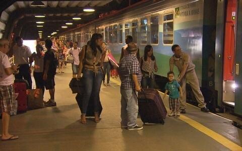 Linha de trem entre MG e ES existe desde 1907, e percurso é de 664 km ()