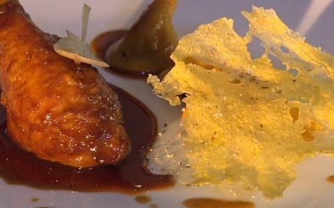 Terra&mesa: confit de galinha caipira com ravióli de miúdos ()