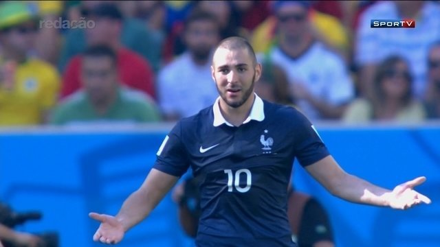 Jornal francês traz conversa da chantagem de Benzema contra Valbuena