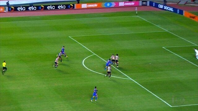 Sport encara o Cruzeiro para deixar a zona de rebaixamento