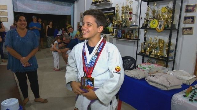 Judoca é recebido com festa pelos companheiros de treino