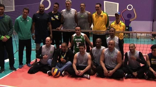 Serginho visita seleção brasileira paralímpica de vôlei sentado