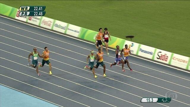 Brasil conquista medalha de prata e bronze nos 200m para deficientes visuais