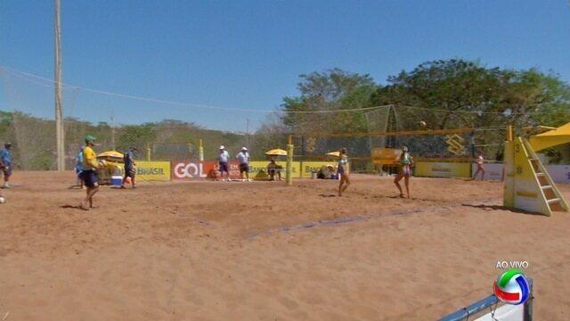 Saymon e Victoria jogam 'em casa' no Open de vôlei de praia em Campo Grande