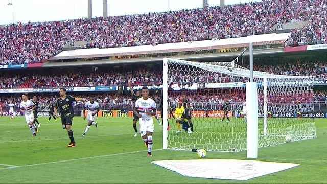 BLOG: The first step! Assista ao primeiro gol de David Neres narrado em inglês