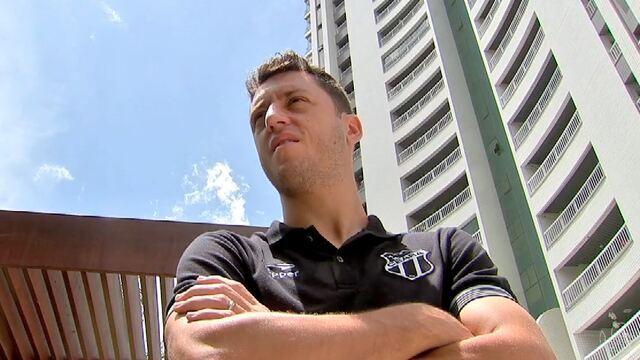 Caio Ricard conversa com Felipe Menezes, destaque do Ceará na vitória contra o Bragantino