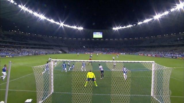 Diante do Corinthians, Cruzeiro tenta melhorar campanha no Mineirão