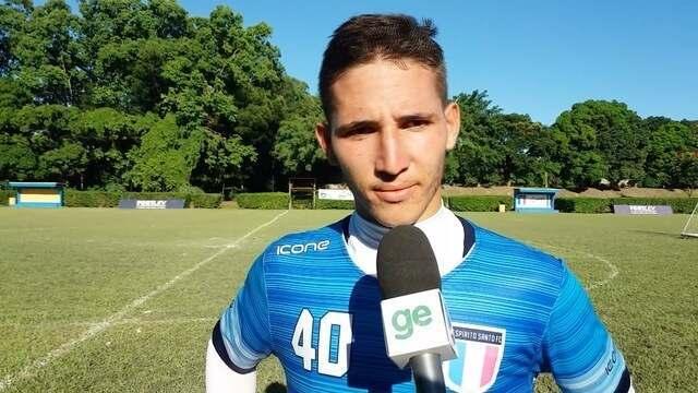 """Marcinho comemora gols marcados e coloca """"pulga atrás da orelha"""" do técnico do Santão"""