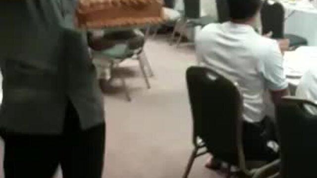 Airton recebe bolo surpresa de aniversário durante o jantar na concentração do Botafogo