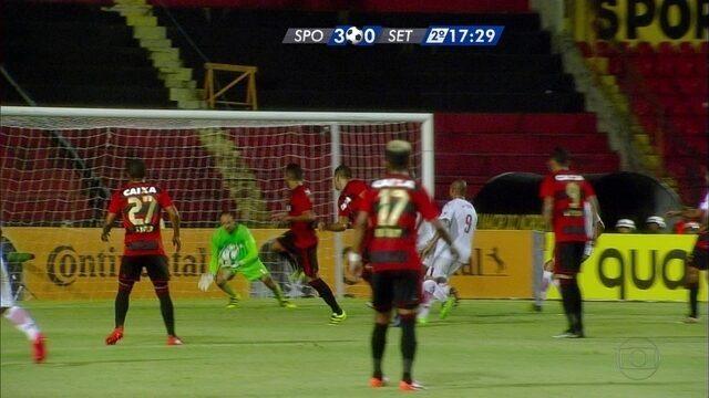 Aos 17 do 2º, Diego Souza quase faz contra. Magrão salva Sport