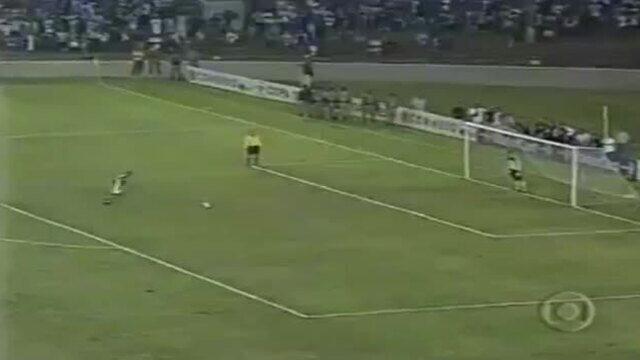 Em 2001, Marcos pega três pênaltis e Palmeiras passa pelo Cruzeiro na Libertadores