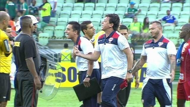 Fernando Diniz é expulso e bate boca com árbitro após empate entre Palmeiras e Audax