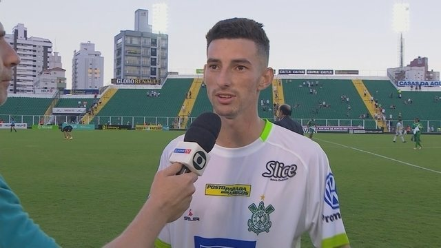 Indignado, Dolem reclama de lances no jogo do Figueira