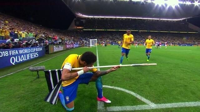 Confira a comemoração de Neymar no gol em impedimento