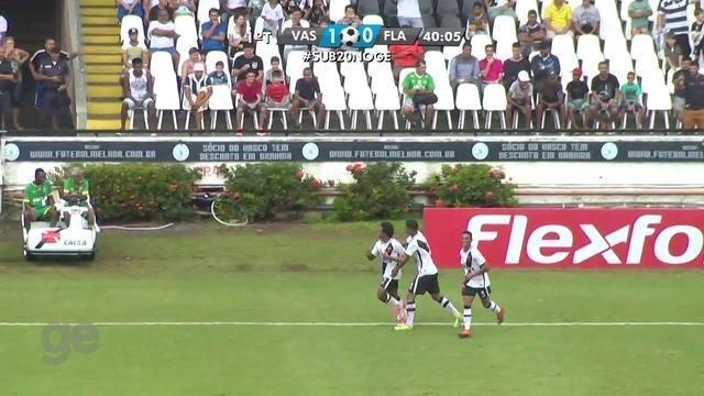 Gol do Vasco! Paulo Vitor, de cavadinha, amplia o marcador aos 41 do 1º tempo