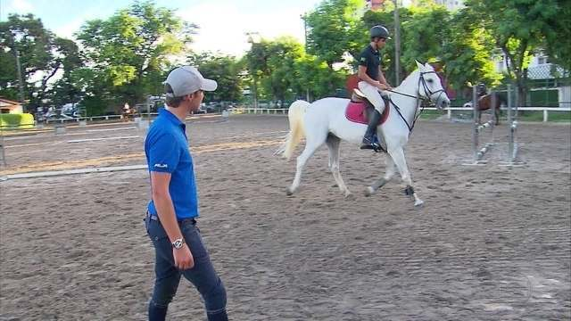 No Recife, atleta olímpico do hipismo veio dar treino para a garotada