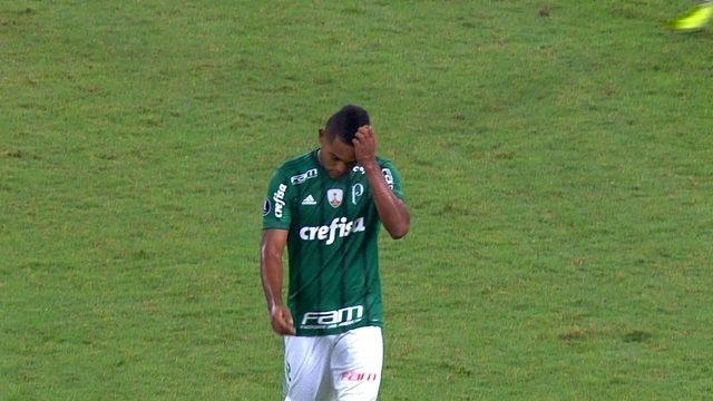 Com cara amarrada, Borja é substituído no Palmeiras; depois, Mauro Naves relata frieza