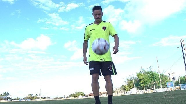O dono do bigode: Clayton aposta em estilo inconfundível para fazer sucesso no Botafogo-PB