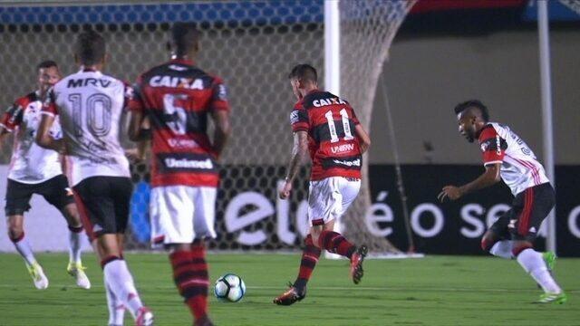"""Everaldo, do Atlético-GO, faz linda jogada e ganha enquete de """"abusado"""""""
