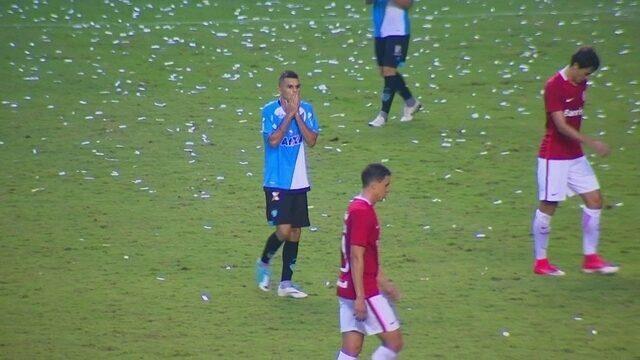 Welinton tenta o chute por cobertura e Daniel salva o Inter, aos 26 do 2º tempo