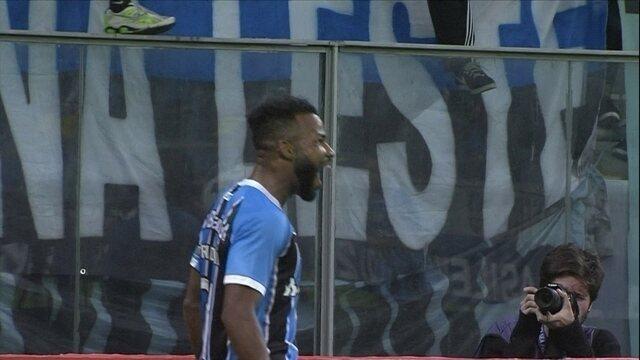 Gol do Grêmio! Luan toca para Fernandinho, que chuta para marcar, aos 40 do 2º tempo