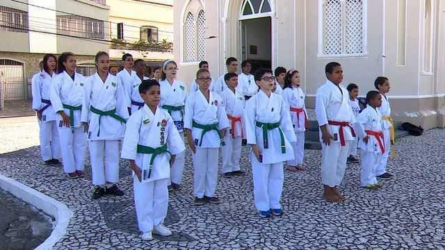 Caratecas agradecem a Santo Antônio pela conquista em Brasília