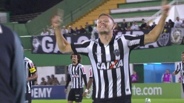 O gol de Chapecoense 0 x 1 Atlético-MG pela 10ª rodada do Campeonato Brasileiro