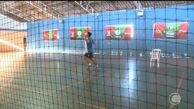 Cinco atletas de badminton se preparam para mundial na Indonésia