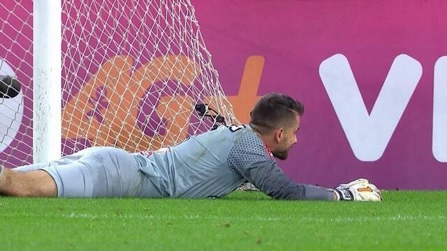 Confira as defesas de Victor contra o Fluminense
