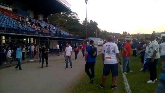 Vídeo mostra invasão de torcedores do Goytacaz após vitória sobre o Americano