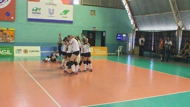 Santa Catarina vence Minas Gerais e é campeão do vôlei feminino nos Jogos Escolares