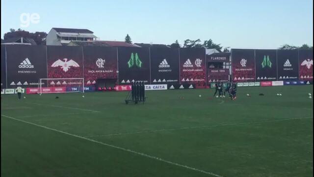 Guerrero marca golaço de falta em treino no Ninho