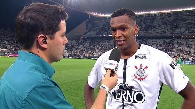 """Jô fala sobre importância de manter vantagem sobre o Grêmio: """"Mantemos a distância"""""""