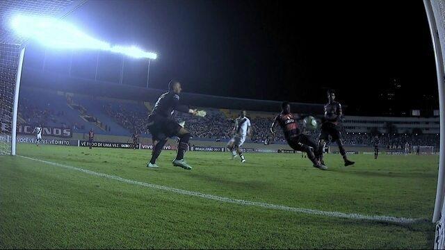 Embalado por três vitórias seguidas, Vasco seca o Flamengo