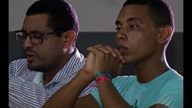 Pai e filho mostram relação entre fé e esporte