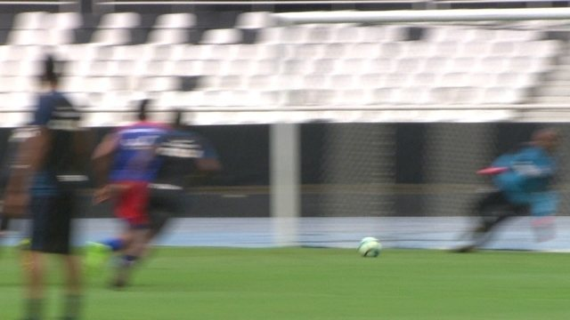 Jefferson pega pênalti em jogo-treino do Botafogo