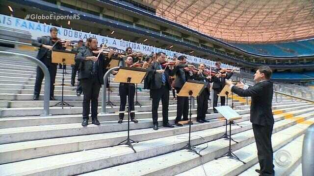 Orquestra Sinfônica de Porto Alegre toca hino do Grêmio dentro da Arena