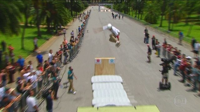 Jogos Urbanos: Confira a prova do salto em distância masculino no skate diversão