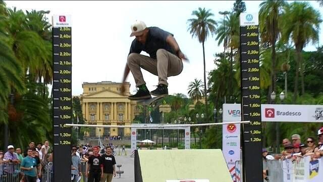 Jogos Urbanos: Confira a prova do salto em altura street no skate diversão