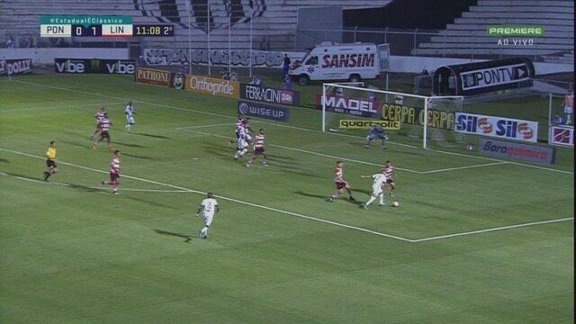 Felipe Saraiva faz jogada pela esquerda, cruza e Yuri acerta o travessão do Linense